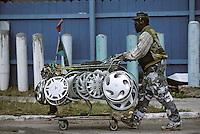 Iles Bahamas / New Providence et Paradise Island / Nassau: Marchand embulant de piéces d'automobile et récupérateur de métal