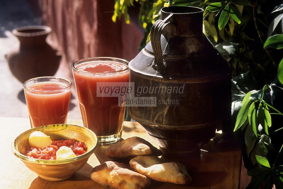 """Amérique/Amérique du Sud/Pérou/Arequipa : Restaurant """"La Cantarilla"""" où l'on sert """"La Chicha"""" boisson nationale à base de maïs"""