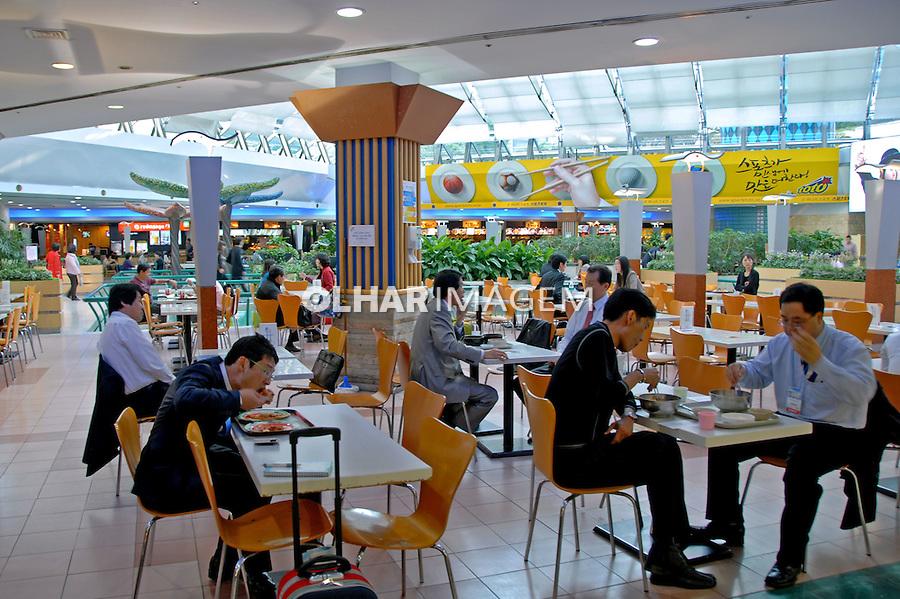 Praça de alimentação do Hyunday Shopping em Seul. Coréia do Sul. 2009. Foto de Thaïs Falcão.