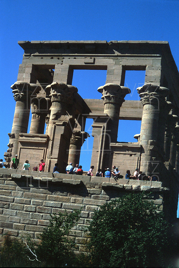 ASWAN- EGIPTO- 17-04-2007. Pabellón de Trajano del templo Philae. Hall of Trajan Philae Temple. (Photo: VizzorImage)...