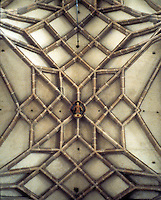 Lincoln: Lincoln Cathedral--vaulting over Nave. Lierne vault, but withou central ridge rib. Photo '90.