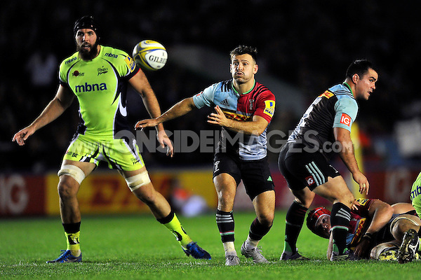 Danny Care of Harlequins passes the ball. Aviva Premiership match, between Harlequins and Sale Sharks on November 6, 2015 at the Twickenham Stoop in London, England. Photo by: Patrick Khachfe / Onside Images