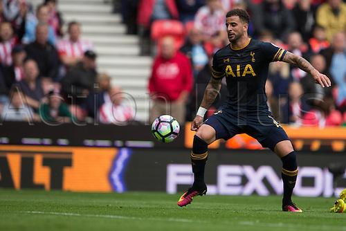10.09.2016. Bet 365 Stadium, Stoke, England. Premier League Football. Stoke versus Tottenham Hotspur. Tottenham Hotspur defender Kyle Walker controls the ball.