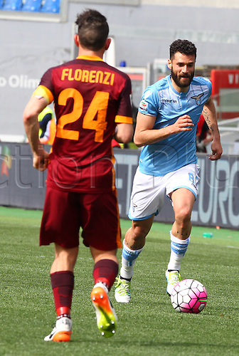 03.04.2016. Stadium Olimpico, Rome, Italy.  Serie A football league. Derby Match SS Lazio versus AS Roma. Candreva Antonio(L) covers the run from Florenzi Alessandro