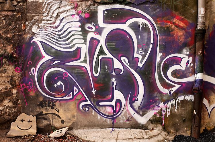 Istanbul Smiley 02 - Graffiti in the backstreets of Beyoglu, Istanbul, Turkey