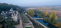 France, Indre-et-Loire (37), Rigny-Ussé, château et jardin d'Ussé en octobre, (vue aérienne)