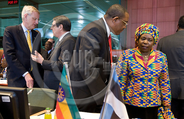 BRUSSELS - BELGIUM - 02 April 2014 -- EU - Africa Summit. -- (f. left)  Carl Bildt, Minister for Foreign Affairs of Sweden with Nicos Anastasiades, President of the Republic of Cyprus, Hailemariam Desalegn Prime Minister of Ethiopia with Nkosazana Clarice Dlamini Zuma, Chairperson African Union Commission and Dr Tedros Adhanom, Minister for Foreign Affairs of Ethiopia. -- PHOTO: Juha ROININEN / EUP-IMAGES