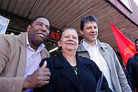 SAO PAULO, SP, 13 JULHO 2012 - ELEICOES 2012 - FERNANDO HADDAD -  O candidato a prefeitura de Sao Paulo pelo Partido dos Trabalhadores (PT), Fernando Haddad, acompanhado do candidato a vereador Netinho de Paula cumprem agenda eleitoral com caminhada no Campo Limpo regiao sul da capital paulista, nesta sexta-feira, 13. (FOTO: ADRIANA SPACA / BRAZIL PHOTO PRESS).