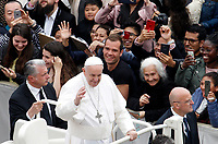 Pope Francis greets the faithful at the end of the Easter mass in St. Peter's Square at the Vatican, April 21, 2019.<br /> UPDATE IMAGES PRESS/Riccardo De Luca<br /> <br /> STRICTLY ONLY FOR EDITORIAL USE