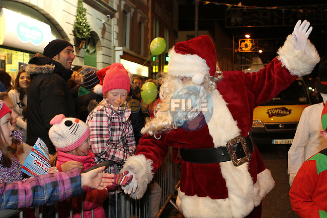 Santa arrives in Drogheda...Photo NEWSFILE/Jenny Matthews..(Photo credit should read Jenny Matthews/NEWSFILE)