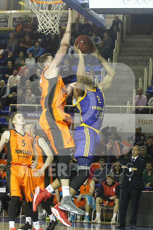 Montakit Fuenlabrada's David Wear (l) and Herbalife Gran Canaria's Richard Hendrix during Eurocup, Top 16, Round 2 match. January 10, 2017. (ALTERPHOTOS/Acero)