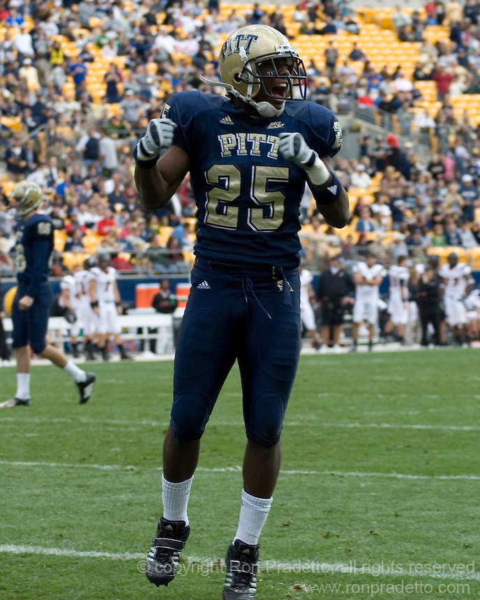20 October 2007: Pitt running back LeSean McCoy..The Pitt Panthers defeated the Cincinnati Bearcats 24-17 on October 20, 2007 at Heinz Field, Pittsburgh, Pennsylvania.