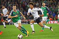 Leroy Sane (Deutschland Germany) gegen Jonny Evans (Nordirland, Northern Ireland) - 05.10.2017: Nordirland vs. Deutschland, WM-Qualifikation Spiel 9, Windsor Park Belfast
