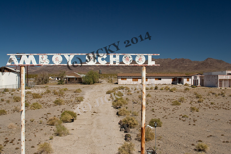 Now closed Amboy School along Route 66