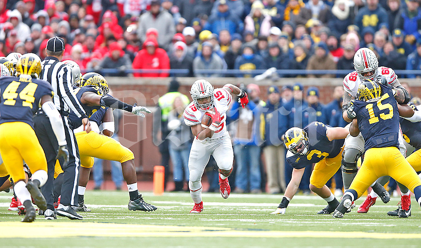 Ohio State Buckeyes running back Ezekiel Elliott (15) runs through a huge hole in the Michigan line in the second half at Michigan Stadium on November 28, 2015. (Chris Russell/Dispatch Photo)