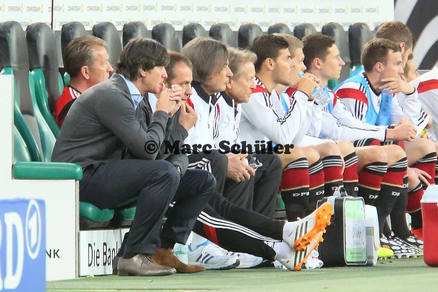 Bundestrainer Joachim Löw (D) angespannt - Deutschland vs. Kamerun, Mönchengladbach
