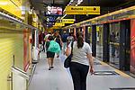 Pessoas na estaçao do metro Fradique Coutinho, São Paulo. Brasil. 2017. Foto de Juca Martins.