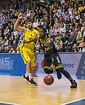 13.04.2019, EWE Arena, Oldenburg, GER, easy Credit-BBL, EWE Baskets Oldenburg vs medi Bayreuth, im Bild<br /> am Gegner vorbei <br /> De`Mon BROOKS (medi Bayreuth #24 ) Viojdan STOJANOVSKI (EWE Baskets Oldenburg #19 )<br /> Foto &copy; nordphoto / Rojahn