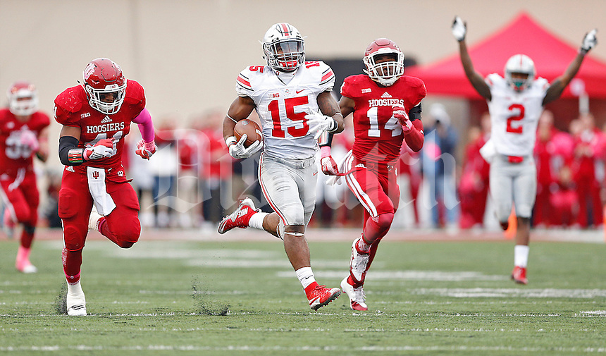 Ohio State Buckeyes running back Ezekiel Elliott (15) heads to the end zone for a third quarter touchdown against IU at Memorial Stadium on October 3, 2015. (Chris Russell/Dispatch Photo)