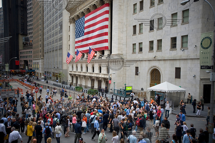 A crowd gathers on Wall Street outside the New York Stock Exchange on the day when share prices plummeted after the US Government failed to reach an agreement to bail out the country's ailing financial institutions.