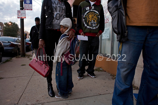 Chicago, Illinois.November 4, 2008.USA..On election day in the United States residents of Chicago's South-side vote early. A mother with her child at 6AM.