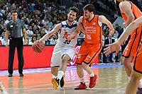 MADRID, ESPAÑA - 11 DE JUNIO DE 2017: Sergio Llull ante Vives durante el partido entre Real Madrid y Valencia Basket, correspondiente al segundo encuentro de playoff de la final de la Liga Endesa, disputado en el WiZink Center de Madrid. (Foto: Mateo Villalba-Agencia LOF)