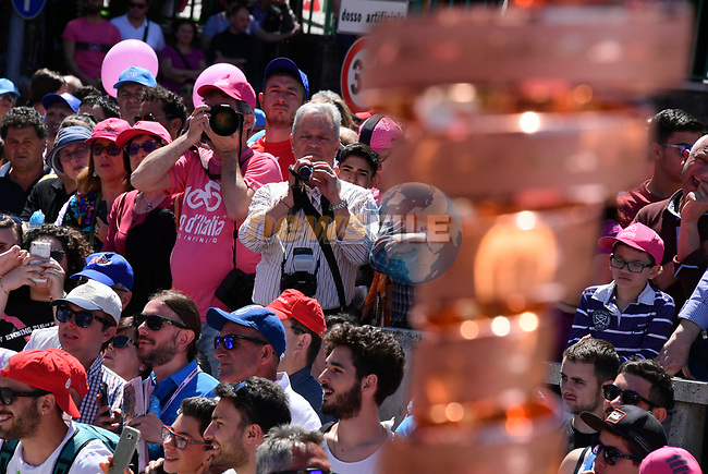 The Trofeo Senza Fine on display at sign on before the start of Stage 9 of the 100th edition of the Giro d'Italia 2017, running 149km from Montenero di Bisaccia to Blockhaus, Italy. 14th May 2017.<br /> Picture: LaPresse/Gian Mattia D'Alberto   Cyclefile<br /> <br /> <br /> All photos usage must carry mandatory copyright credit (&copy; Cyclefile   LaPresse/Gian Mattia D'Alberto)