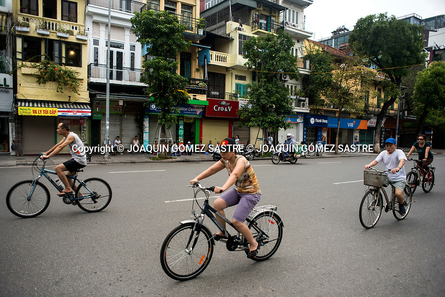 The bicycle is still one of the means of locomociopn preferred by the inhabitants of Hanoi (Vietnam)<br /> HANOI-VIETNAM