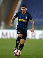 Calcio, Serie A: Roma vs Inter. Roma, stadio Olimpico, 2 ottobre 2016.<br /> FC Inter&rsquo;s Ever Banega in action during the Italian Serie A football match between Roma and FC Inter at Rome's Olympic stadium, 2 October 2016.<br /> UPDATE IMAGES PRESS/Isabella Bonotto