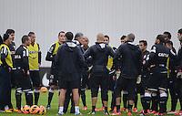 SÃO PAULO,SP, 25 Junho 2013 - Tite onvers com jogadores  durante treino do Corinthians no CT Joaquim Grava na zona leste de Sao Paulo, onde o time se prepara  para o campeonato brasileiro. FOTO ALAN MORICI - BRAZIL FOTO PRESS