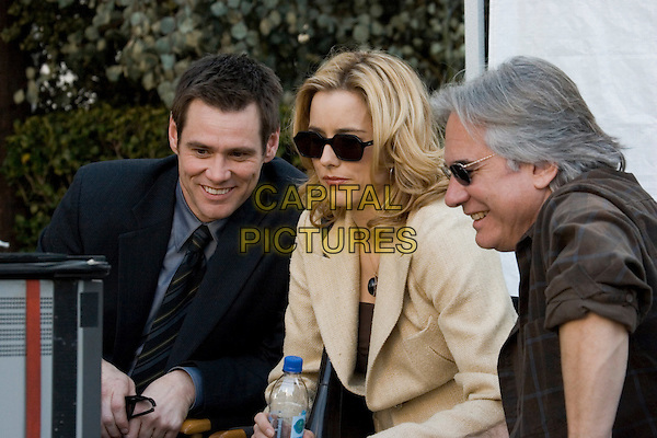 JIM CARREY, TEA LEONI & DEAN PARISOT (DIRECTOR).on the set of Fun With Dick & Jane.*Editorial Use Only*.www.capitalpictures.com.sales@capitalpictures.com.Supplied by Capital Pictures.
