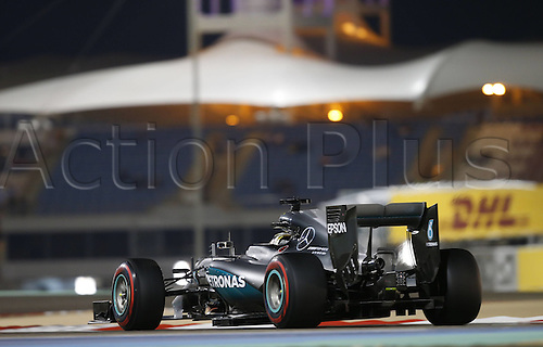 02.04.2016. Sakhir, Bahrain. F1 Grand Prix of Bahrain, qualification Saturday.   44 Lewis Hamilton (GBR, Mercedes AMG Petronas Formula One Team) on his way to taking pole position