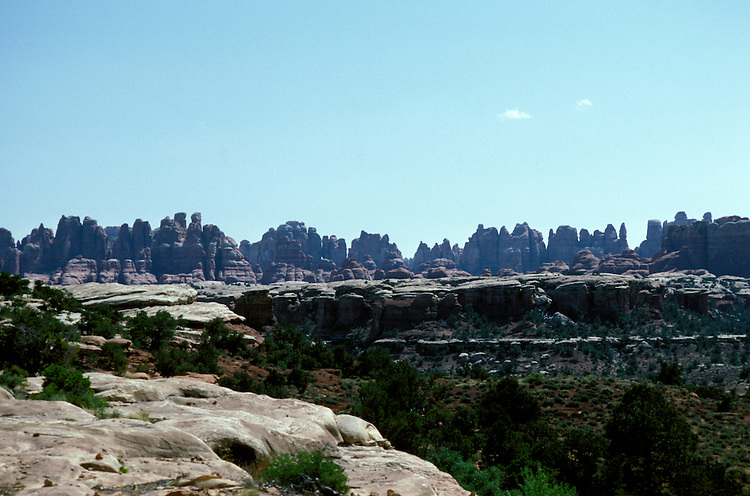 UT: Utah; Canyonlands National Park, Needles land formation          .Photo Copyright: Lee Foster, lee@fostertravel.com, www.fostertravel.com, (510) 549-2202.Image: utcany206