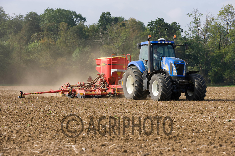 Drilling Solstice Winter Wheat on Henry Hirst Farms,Home Farm,Uffington,Stamford,Lincolnshire..Picture Tim Scrivener date taken 15th September  2011 .mobile 07850 303986 e-mail tim@agriphoto.com.....covering Agriculture in The United Kingdom....
