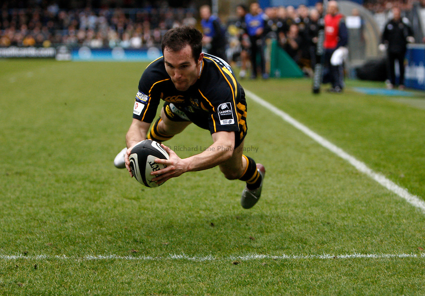 Photo: Richard Lane/Richard Lane Photography. .London Wasps v Bristol Rugby. Guinness Premiership. 23/02/3008. Wasps' David Doherty dives in for a try.