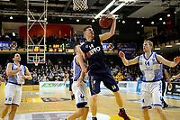 ZWOLLE - Basketbal, Landstede - Donar,  Dutch Basketball League, seizoen 2017-2018, 20-01-2018,  Donar speler Thomas Koenes pakt een rebound Landstede speler Olaf Schaftenaar kijkt toe