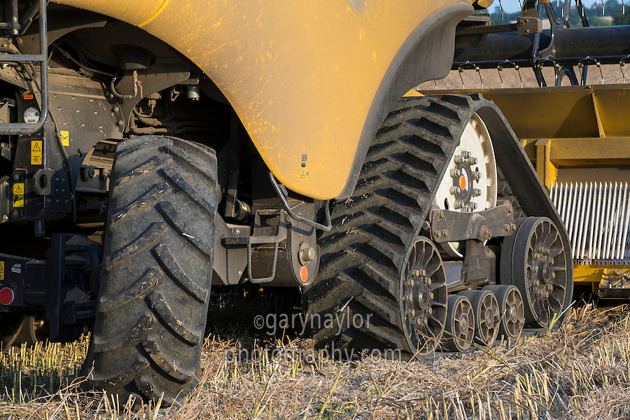 New Holalnd CR9090 tracks