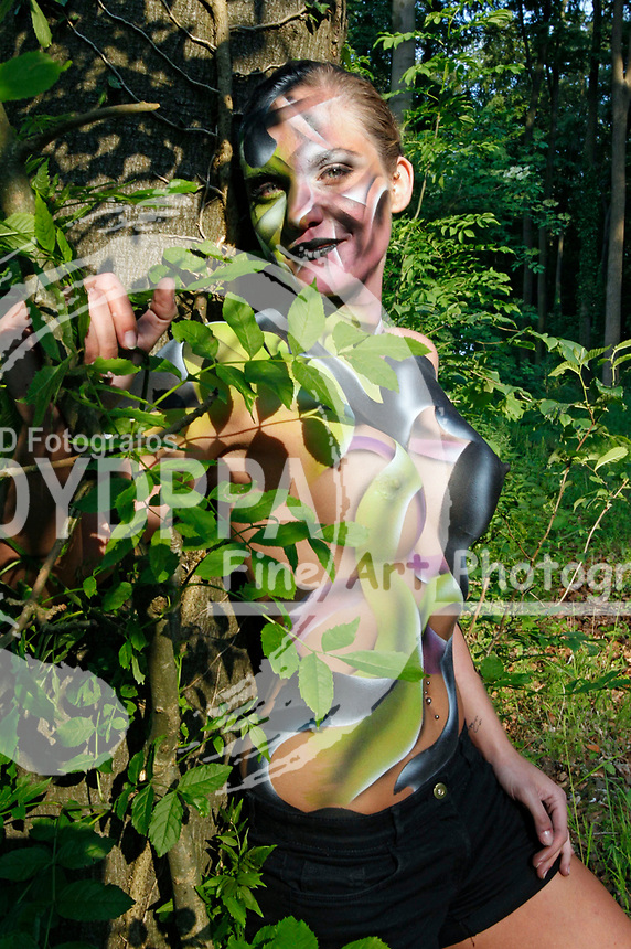 Bodypainting and Photoshooting with Model Janina als Waldgeist. Hameln-Holtensen, 03.06.2014 - Bodypaint Artist: Joerg Duesterwald