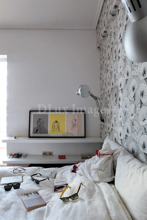 Nadia Geratzouni, director of the gallery, The Breeder, resides in this recently renovated apartment of 65 square meters in the Paleo Faliro area of Athens, Greece.