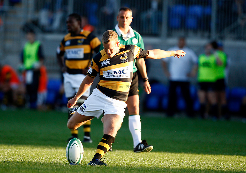 Photo: Richard Lane/Richard Lane Photography. Leinster v London Wasps. Pre Season Friendly. 20/08/2010. Wasps' Dave Walder kicks.