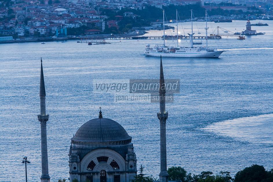 Europe/Turquie/Istanbul :  Mosquée du Palais de Dolmabahçe, Mosquée Besmi-Alem Sultan et navigation sur le  Bosphore
