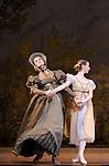 ONEGUINE..Choregraphie : CRANKO John.Mise en scene : CRANKO John.Compositeur : TCHAIKOVSKI Piotr Ilyitch.Decor : ROSE Jurgen.Lumiere : BJARKE Steen.Costumes : ROSE Jurgen.Avec :.OULD BRAHAM Myriam.MARTEL Beatrice.Lieu : Opera Garnier.Ville : Paris.Le : 15 04 2009.© Laurent PAILLIER CDDS Enguerand