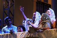 BELÉM, PA, 11.10.2014 - TRASLADAÇÃO / CÍRIO 2014 / BELÉM  - Fafa de Belém acompanhado do Padre Fábio de Melo, homemageia a Nossa Senhora de Nazaré durante a trasladação na noite deste sábado (11), em Belém. O  traslado da Imagem é realizada na noite do sábado que antecede o Círio de Nazaré. tem o  seu percurso do Colégio Gentil Bittencourt até Igreja da Sé,onde os fiéis se dirigem em procissão. A trasladação faz o sentido inverso ao do Círio. (Foto: Paulo Lisboa / Brazil Photo Press)
