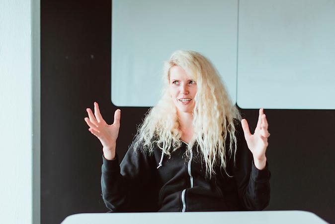 Kristel Viidik von Testlio in ihrem Büro im Kreativviertel Telliskivi, Tallinn, Estland. Die Firma testet Apps und andere digitale Produkte auf Fehler.