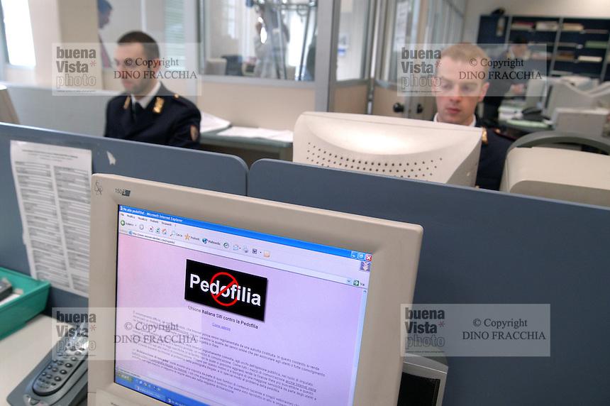- mail and telecommunications police....- polizia postale e delle telecomunicazioni