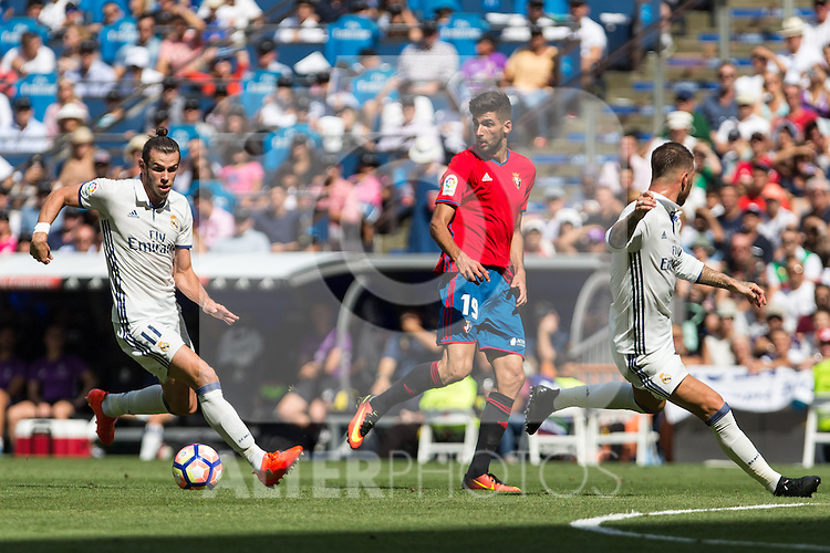 Club Atletico Osasuna's Kenan Kodro Real Madrid's Garet Bale and Sergio Ramos during the match of La Liga between Real Madrid and Club Atletico Osasuna at Santiago Bernabeu Estadium in Madrid. September 10, 2016. (ALTERPHOTOS/Rodrigo Jimenez)