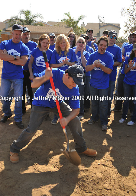 PACOIMA, CA. - October 10: Jimmy Kimmel breaking ground at The 2009 American Dream Walk To Benefit Habitat For Humanity at Lowe's Home Improvement on October 10, 2009 in Pacoima, California.