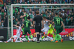 15.04.2018, Weser Stadion, Bremen, GER, 1.FBL, Werder Bremen vs RB Leibzig, im Bild<br /> <br /> Kopfball Milot Rashica (Werder Bremen #11) <br /> Thomas Delaney (Werder Bremen #6)<br /> Dominik Kaiser (RB Leipzig #24)<br /> Stefan Ilsanker (RB Leipzig #13)<br /> P&eacute;ter Gul&aacute;csi / Peter Gulacsi (RB Leipzig #32)<br /> <br /> Foto &copy; nordphoto / Kokenge