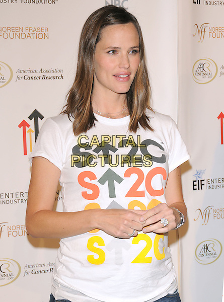 JENNIFER GARNER .Attending Stand Up To Cancer held at The Kodak Theatre in Hollywood, California, USA, September 05 2008.                                                                     .half length pregnant white t-shirt .CAP/DVS.©Debbie VanStory/Capital Pictures