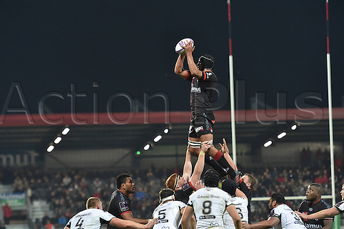 22.10.2016. Lyon, France. European Rugby Challenge Cup. Lyon Olympique versus Ospreys.  Dylan Cretin (lou)  wins the lineout